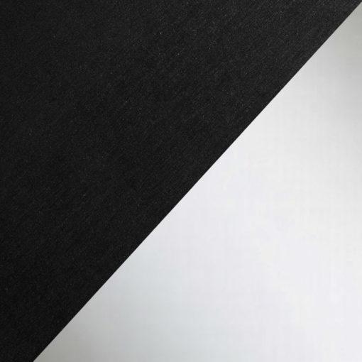 Pantalla de techo negro y plata